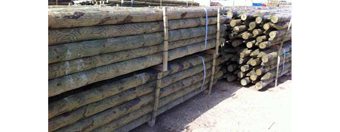 Postes de madera tratada lacasadelasvallas - Como impermeabilizar madera ...