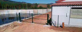 Vallado de Granja en Sorlada con Malla de Simple Torsión Verde (Navarra)
