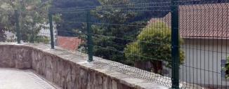 Valla de Malla Plagada sobre muro en Azpiroz (Navarra)