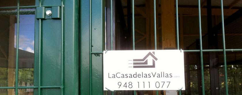Valla de malla plagada tipo fax en Pista de Padel de Villatuerta ...
