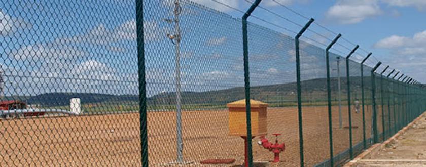 Valla Metálica de Simple Torsión en Estaciones de Enagas de Almodóvar (Ciudad Real) y Falces (Navarra)
