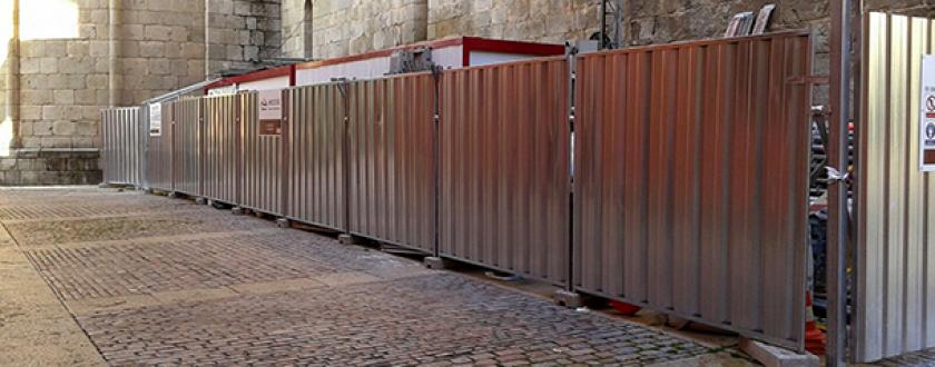 Valla para Obra en La Seu de Urgell (LLeida) de Chapa Opaca Trasladable